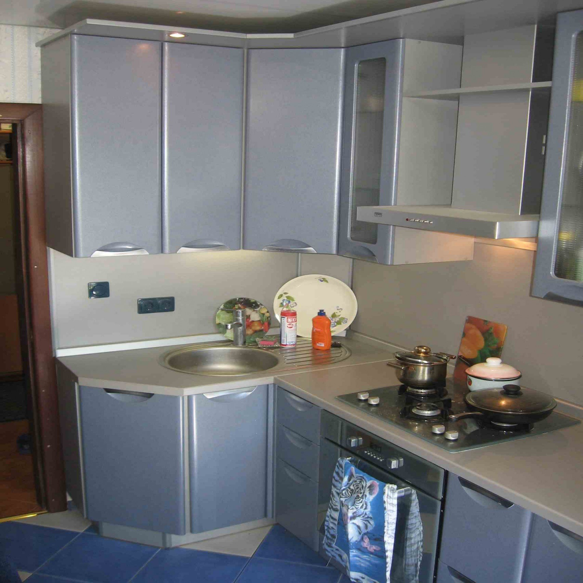 hanging_cupboard_in_the_kitchen