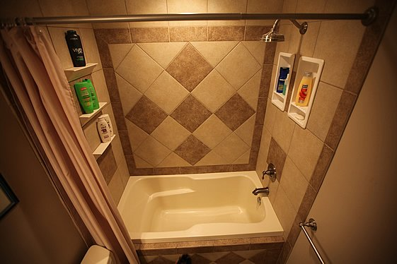 tile_inset_in_the_bathroom